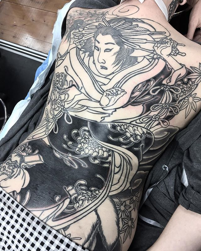 Seeing some progress on this massive kitsune back piece. Can't wait to add some colour, but for now, these big areas of black are providing good impact and contrast.  FOR BOOKINGS w: lighthousetattoo.com.au : contact@lighthousetattoo.com.au ️: (+61 2) 9316 4565 @lighthouse_tattoo